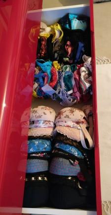 Mon tiroir à soutiens-gorges (photo étonnamment difficile à prendre, merci de votre compréhension)